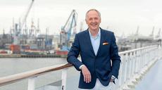 Karl J. Pojer verlässt die Brücke von Hapag-Lloyd